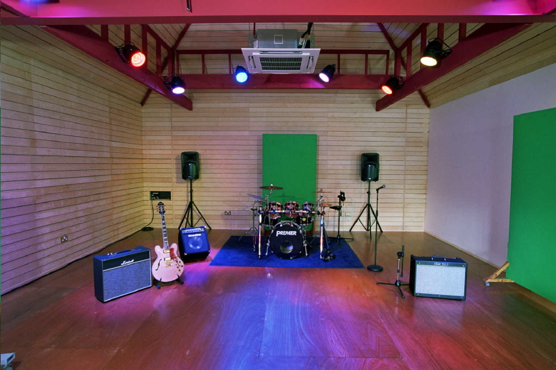 Barn live room